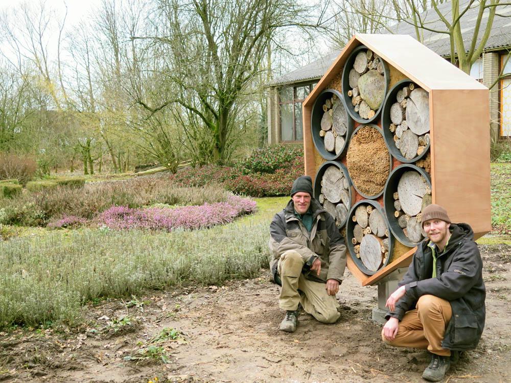 NBV's nieuwe aanwinst, het bijenhotel van de Nederlandse Bijenhoudersvereniging